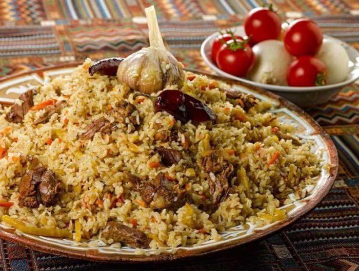 Какие ингредиенты входят в плов из баранины в казане, и как его правильно готовить?