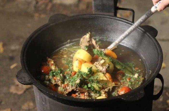 Как приготовить на даче на костре узбекский суп – шурпу из говядины в казане